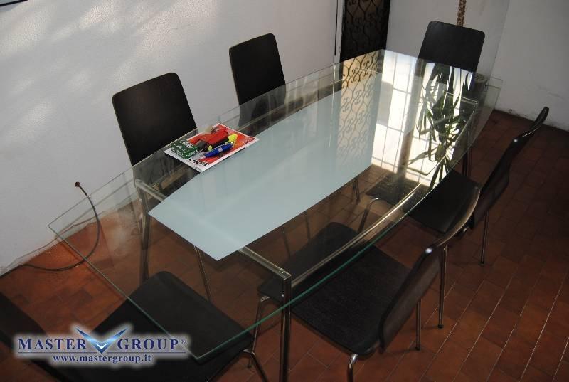 Scheda tecnica varie arredo ufficio tavolo in vetro for Arredo ufficio usato
